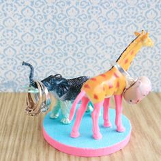 Fun & simple crafts with plastic animals.