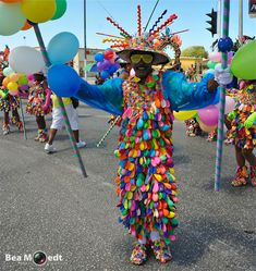 Gran Marcha 2014 «Photos from Curacao by Bea Moedt Burlesque Costumes, Carnival Costumes, Cool Costumes, Christmas Party Drinks, Butterfly Costume, Balloon Dress, Wedding Tags, Christmas Costumes, Balloon Decorations