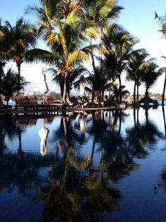 Le Mauricia, Mauritius - View across the pool (Andy W, juin 2013) Great Wedding Location