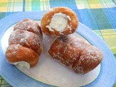 Ingredienti: 300 gr farina manitoba 700 gr farina 00 100 gr di zucchero 140 gr margarina fialetta al limone 50 gr di lievito