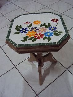 mesa de centro Mesa em Mosaico Mosaic Birdbath, Mosaic Tray, Mosaic Garden, Mosaic Glass, Mosaic Tiles, Mosaic Crafts, Mosaic Projects, Mosaic Designs, Mosaic Patterns
