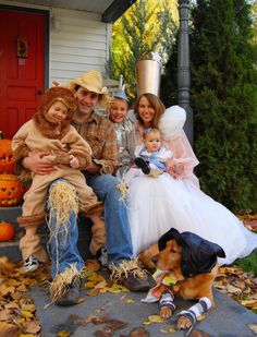 cute family costume idea!