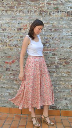 How to sew a simple half circle Skirt without a zipper View details for the project Winter Wonderland Free Skirt Pattern: Cocktail Check on BurdaStyle. The post How to sew a simple half circle Skirt without a zipper appeared first on Lynne Seawell& World. Skirt Pattern Free, Skirt Patterns Sewing, Sewing Patterns Free, Free Sewing, Clothing Patterns, Free Pattern, Skirt Sewing, Sew A Skirt, Diy Maxi Skirt