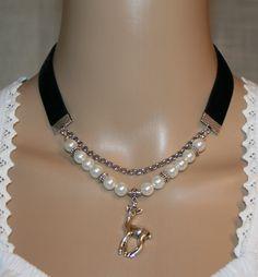 Perlen-Samt-Tachtenkette mit Reh von Edelweiss51 auf Etsy