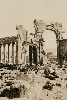 Islamic State Blows Up Ancient Arch Of Triumph In Palmyra  Andrew Gantt ha guardado en Science & Society  Islamic State Blows Up Ancient Arch Of Triumph In Palmyra
