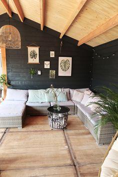 Binnenkijken bij marlou_ff Outdoor Rooms, Outdoor Living, Outdoor Patios, Outdoor Kitchens, Garden Lodge, Outside Living, Paint Colors For Living Room, Interior Design Living Room, Home And Living