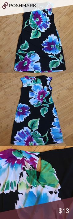 """Beautiful Floral Dress STUDIO BY LONDON TIMES FLORAL DRESS SIZE 4. BUTTON BACK. 95% POLYESTER & 5% SPANDEX. APPROXIMATE LENGTH 35"""". Studio by London Times Dresses"""