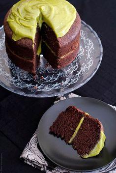 Νηστίσιμο κέικ σοκολάτας και γλάσο με αβοκάντο