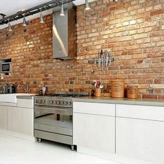 Exposed brick wall more arquitetura, cozinha de tijolos, revestimento cozin Exposed Brick Kitchen, Brick Wall Kitchen, Exposed Brick Walls, Kitchen Backsplash, New Kitchen, Kitchen Dining, Kitchen Decor, Kitchen White, Kitchen Modern