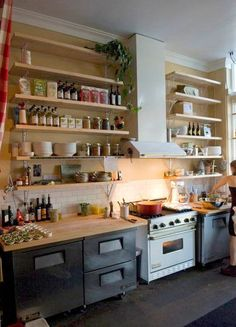 Simple and practical kitchen shelves.