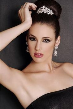 Love the jewels Miss Venezuela is wearing