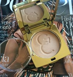 Gerard Cosmetics Audrey Star Powder Review, Photos & Swatches. #gerardcosmetics #starpowder Gerard Cosmetics, Makeup Products, Over Ear Headphones, Swatch, Stars, Beauty, Sterne, Beauty Illustration, Star