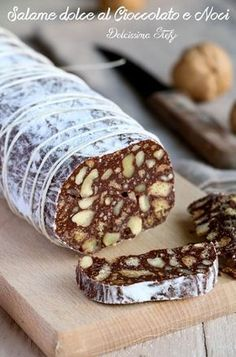 Salame dolce al Cioccolato e Noci Italian Desserts, Mini Desserts, Easy Desserts, Delicious Desserts, Dessert Recipes, Chocolate Sweets, Sweet Cakes, Creative Food, Gelato
