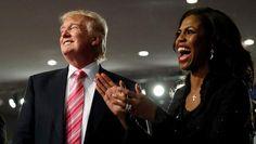 Trump belooft jobs aan Afro-Amerikanen tijdens kerkbezoek in Detroit - HLN.be