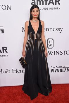 ClioMakeUp-amFAR-new-york-2016-red-carpet-vip-star-celeb-Giovanna-Battagliaraff, orgoglio della moda italiana, è perfetta, puntando tutto sul contrasto tra il nero e il rosso del rossetto.