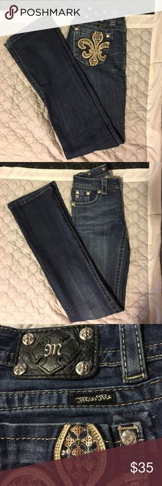 "Miss Me Boot Cut Jeans Size 24 These super cute jeans are in EUC!! There are a few rhinestones missing on back pockets as seen in close up pictures...not noticeable at all😊 inseam measures 33"". Miss Me Jeans Boot Cut"