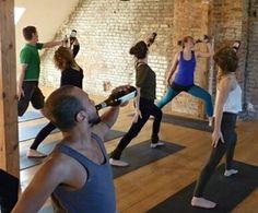 La nuova tendenza del fitness è il Beer Yoga: nato in Germania, cresciuto negli Stati Uniti e magari arriverà in Italia. Chi vuole bere birra mentre fa yoga?