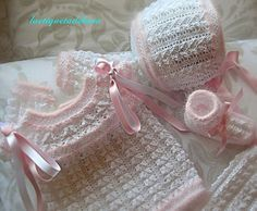Laetiquetadelana : Conjuntos en perlé Baby Clothes Blanket, Knitted Baby Clothes, Baby Patterns, Knitting Patterns Free, Crochet Patterns, Crochet Lovey, Crochet Girls, Knitting For Kids, Baby Knitting