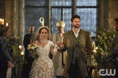 """Reign -- """"Playing With Fire"""" -- Image Number: RE404a_0240.jpg -- Pictured (L-R): Rose Williams as Princess Claude and Steve Lund as Luc -- Photo: John Medland/The CW -- © 2017 The CW Network, LLC. All Rights Reserved"""