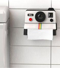 Ce distributeur de papier toilette Polaroll fera de vos toilettes une pièce originale et avant-gardiste.