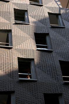 Not your grandpa's brick: SHoP Architects on Houston Street, Manhattan. Building Exterior, Building Facade, Building Design, Detail Architecture, Brick Architecture, Brick Masonry, Brick Facade, Brick Design, Facade Design