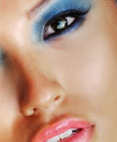 Blue eyeshadow - Makeup