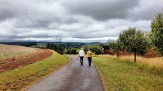 Wanderer am Rohrbacher Hof. Klicken Sie für ein größeres Bild. Country Roads, Alzheimer's Dementia, Fertility, Healthy Lifestyle, Hiking Trails