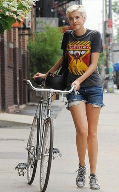 Moda en la calle en bicicleta: Agyness Deyn