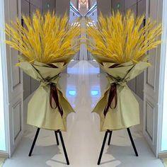 Flower Shop Design, Flower Designs, Floral Design, Balloon Decorations, Flower Decorations, Wedding Decorations, Creative Flower Arrangements, Floral Arrangements, Deco Nature
