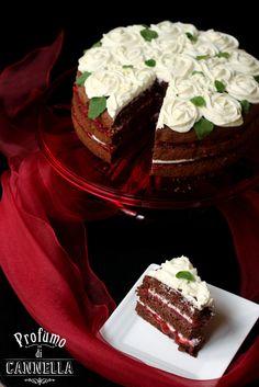 #nakedcake #pandispagna  torta al cacao con gelatina di fragole alla menta e mousse allo yogurt