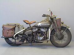 インディアンバイクのミリタリーver の画像 クールな色合いにぐっとくる