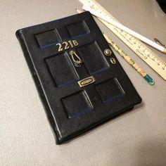 Блокнот с нуля дверь Шерлока Холмса. Натуральная кожа, бумага 90г, фурнитура сделана из полимерной глины, форзац - дизайнерский картон. Он уже попал к своей хозяйке и, надеюсь, ей понравился#221bbakerstreet #sherlockholmes  #sketchbook #блокнот #handmade #А6