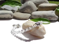 Bracelet en pierre de cristal de roche-bijou zen-bijou bohème chic-argent tibétain-bijou bouddha et fleur de lotus-argent plaqué : Bracelet par lapassiondisabelle