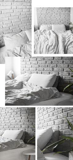 """Som I nok kan se, så hænger vores nye """"murstensvæg"""" altså ikke over spisebordet, men har fået en fin plads over sengen som en slags sengegavl. Dette skyldes s"""