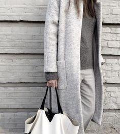 manteau en laine bouillie, manteau long gris, grandes poches rectangulaires