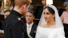 Meghan Markle was different to Prince Harry's other girlfriends in one crucial respect - The World News Daily Prince Harry Wedding, Royal Engagement, Windsor Castle, Latest Books, Harry And Meghan, Meghan Markle, Different, American Actress, Respect