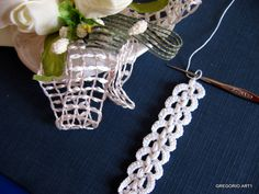 MACRAME' RUMENO - POINT LACE: TRINA UNCINETTO (spiegazione) Beautiful. And with tutorial.