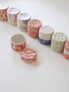 Boites en porcelaine émaillée Yoko Homareda / Les créations de Yoko HOAMAREDA sont actuellement exposées jusqu'au 29 novembre chez 3e Parallèle, 66 rue Notre Dame de Nazareth, 75003 PARIS