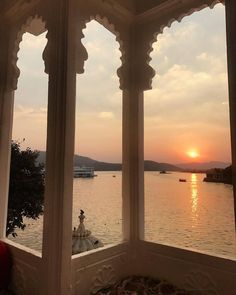 bakchic: Udaipur (à Udaipur. bakchic: Udaipur (à Udaipur Rajasthan) Adiore August 06 2019 at Minimalist Street Style, Minimalist Fashion, Udaipur, Travel Aesthetic, Belle Photo, Simple Living, Summer Vibes, Places To Go, Beautiful Places