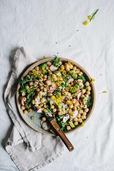 鷹嘴豆牛油果沙律配塔查吉基醬 | Chickpea & Avocado Tzatziki Salad