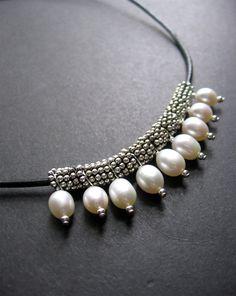Collar de perlas. Cuero y collar de perlas por SimpleElementsDesign