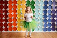 Love the simple backdrop with paper plates for Photo Booth. Photo Booth Wall, Diy Photo Booth Backdrop, Photography Mini Sessions, Photography Tutorials, Children Photography, St Patrick's Day Photos, Art Party, Backdrops For Parties, Creative Inspiration