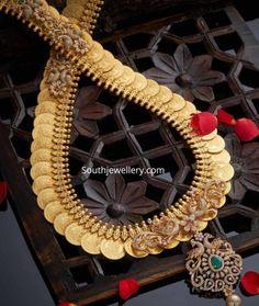 Gold Temple Jewellery, Gold Jewellery Design, Gold Jewelry, Gold Necklace, Necklace Set, Pendant Jewelry, Bridal Jewelry, Diamond Pendant, Diamond Choker