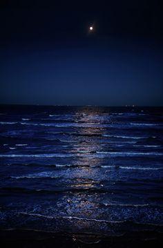 o mar... a noite... a lua