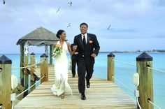 Canadian couples, here's your chance to WIN a dream destination wedding in The Bahamas.  #DestinationWedding #Bahamas