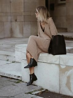 Jumper Camel Dress Booties Black we have chosen the newest fashion clothes for you. Mode Outfits, Fall Outfits, Fashion Outfits, Fashion Dresses, Womens Fashion, Fashion Boots, Crazy Outfits, Fashion Ideas, Looks Street Style