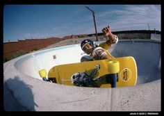 Ray 'Bones' Rodriguez on one of his first prototype boards, at Marina Del Rey Skatepark circa Skate Photos, Skateboard Pictures, Skateboard Decks, Vintage Surfboards, Vintage Skateboards, Old School Skateboards, Skate And Destroy, Summer Surf, California Surf