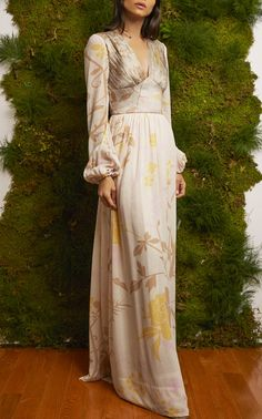 Roopa's silk texture 'Peony' printed silk long maxi dress is designed with a v-neckline and gathered detailing along the bodice with long, gathered sleeves. Elegant Summer Dresses, Pretty Dresses, Beautiful Dresses, Maxi Dress With Sleeves, Silk Dress, Mode Inspiration, Pakistani Dresses, Satin Dresses, Classy Outfits