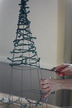 Adorable 54 Apartment Christmas Decorations Ideas https://lovelyving.com/2017/11/03/54-apartment-christmas-decorations-ideas/