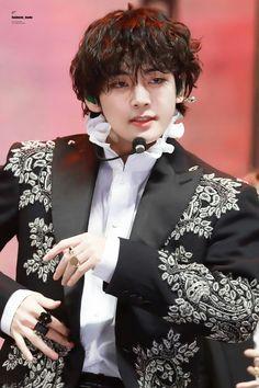 All the time, Kim Taehyung hated his life, hated being an omega and b… # Fanfiction # amreading # books # wattpad Daegu, Foto Bts, Bts Photo, Bts Kim, Kim Namjoon, V Taehyung, Bts Love, V And Jin, Mma 2019